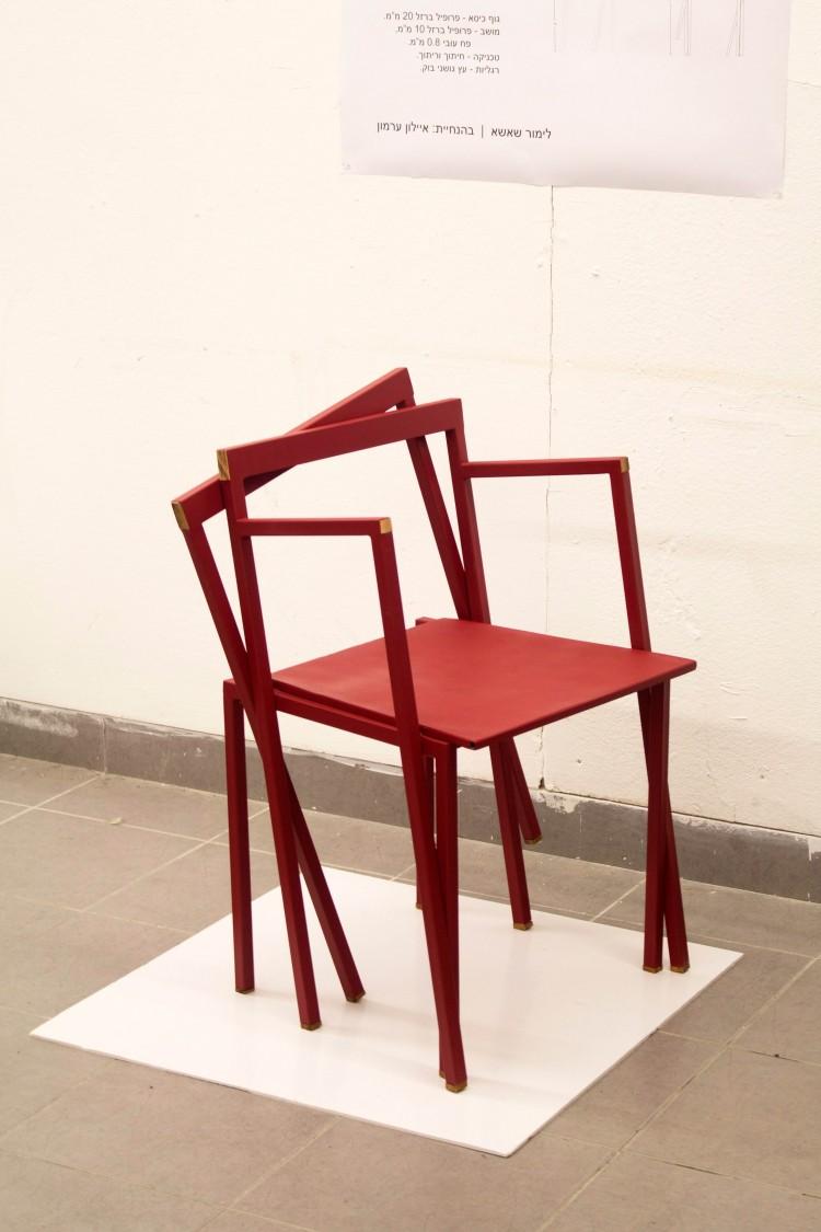 כסא בהטייה - לימור שאשא | צילום: אור אברמן