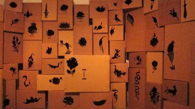 האמן הלבנוני Walid Raad יצר מיצב מרתק בתוך חדר-הכספות של מה שהיה בעבר