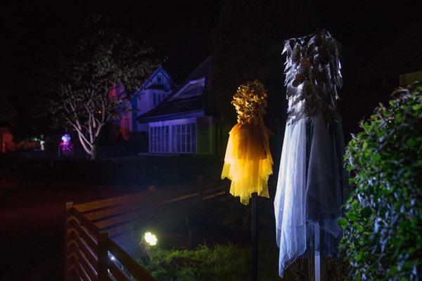 בובות מוארות שעיצבו מקומיים, צילום -פטריק האנר הלין