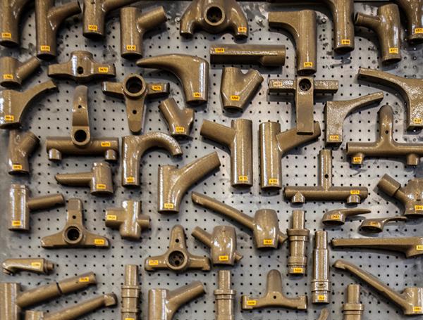 קיר מודלים במפעל חמת. צילום: שגיא שכטר
