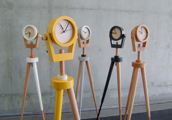 theodor שעונים עומדים של בן ברוידא לתערוכת צבע טרי.