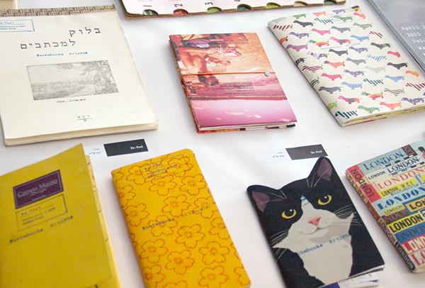 שלל ספרים בכל מיני צבעים. צילום: בר סהר