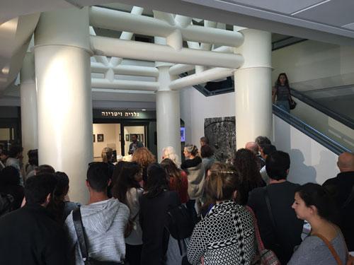 תערוכה שהיא גם אירוע מחלקתי. צילום: תמר אוהביה