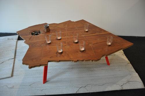 טריאנלה, שולחן מנגן של עזרי טרזי. צילום: טל ימין