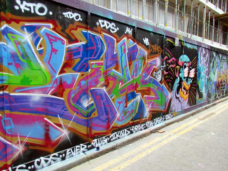 גרפיטי על פיגומים. בעיקר אמני רחוב מתחילים. צילום: טלי קליפשטיין