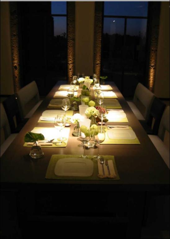 תאורה ממקדת מעל שולחן אוכל. עיצוב תאורה: ציפי פרנק, צילום: עמית גירון