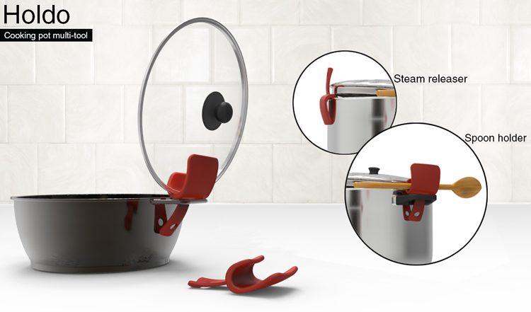 אביזר לאחזקת כף ומכסה סיר בזמן הבישול, בעיצובו של אורי כהן