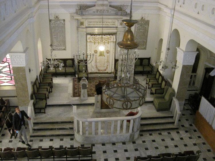 פנים של בית הכנסת לפני השחזור. צילום: הקהילה היהודית בסאלוניקי ואדר' ד