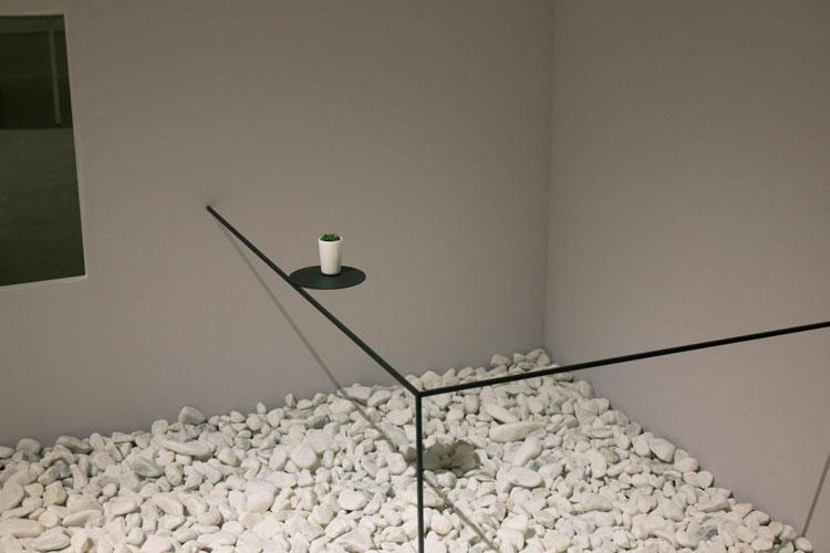 שולחן גבול, ננדו: המרווח שבין לבין. צילום: שני הרצברג