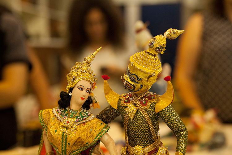זו מלכותי מתאילנד, נמכר בעיקר עבור תיירים. צילום: שגיא שכטר