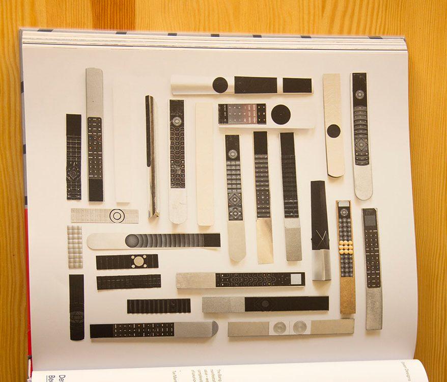 נסיונות עיצוביים בתהליך יצירת שלט הבאורמוט. אחד בעיצובו של טורסטן ואלור, 2014