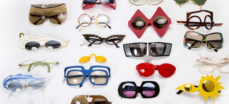 אלפי זהויות משולבים במשקפיים. מתוך אוספו של קלוד סמואל. צילום: יח