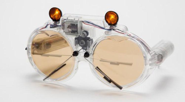 משקפיים בשילוב טכנולוגיות מעניינות וגם משעשעות. משקפיים עם