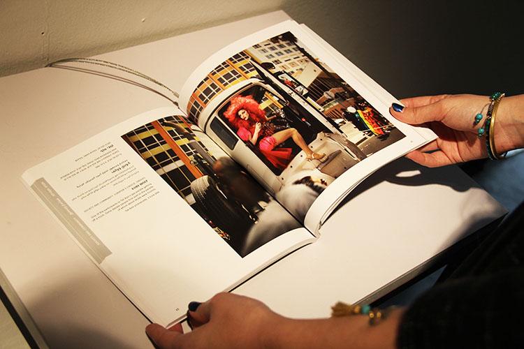 קטלוג התערוכה עם צילומו של קובי וולף. צילום: דנה דושקין