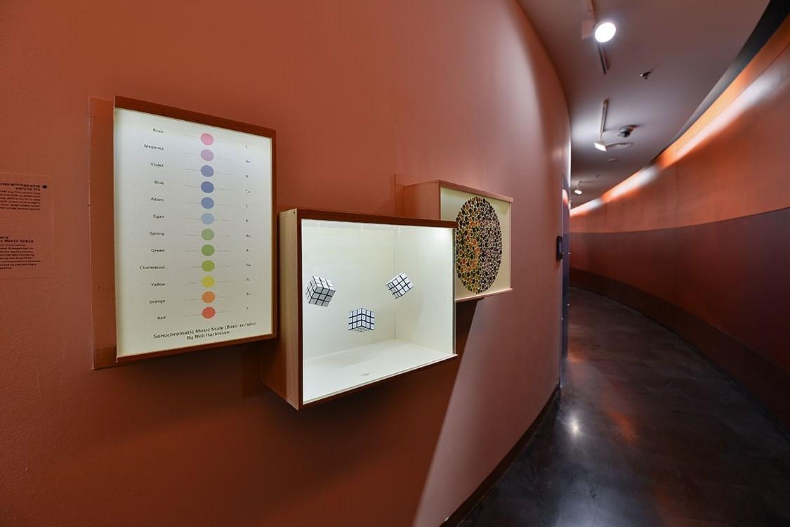 תערוכת בדיקת ראייה במוזיאון העיצוב חולון קרדיט צילום: שי בן אפרים