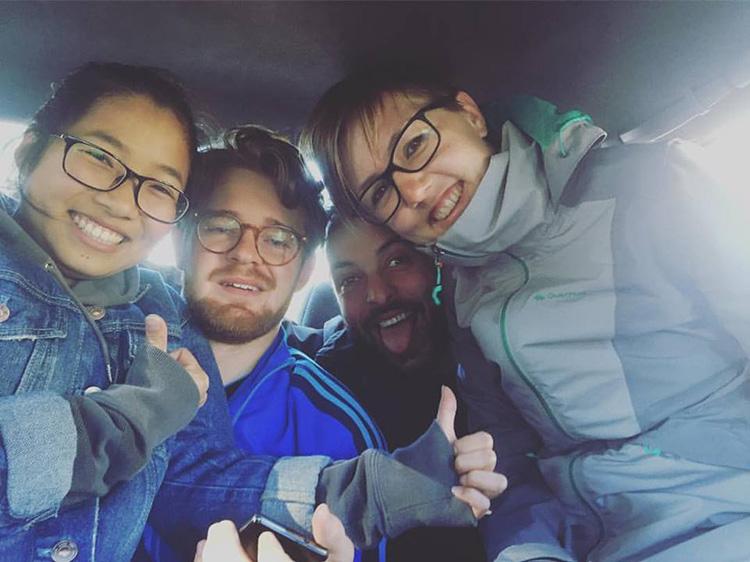 מונית בדרך להר מאנקאוואה (טרק של 3 ימים)
