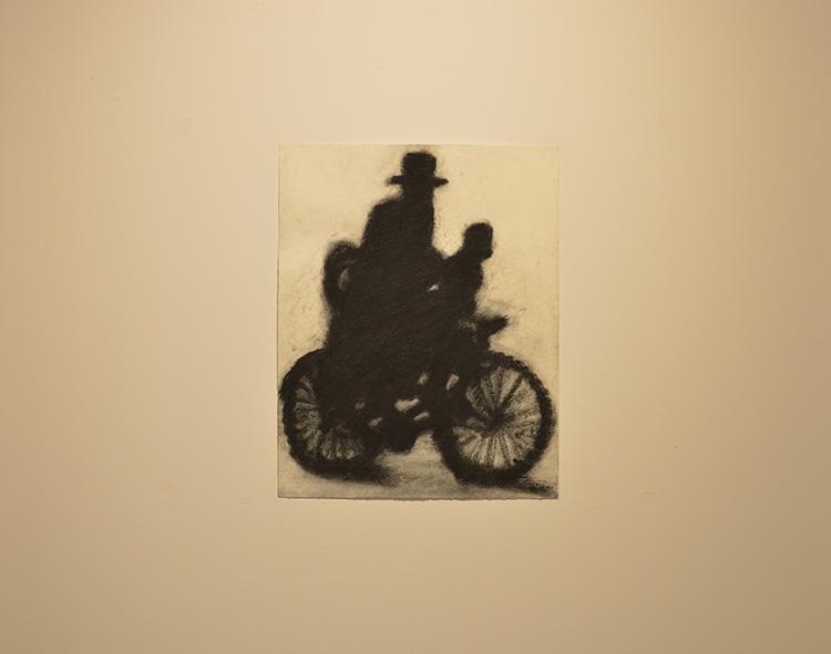 ״משתפי פעולה״, איל דניאלי, פחם על נייר, 2017