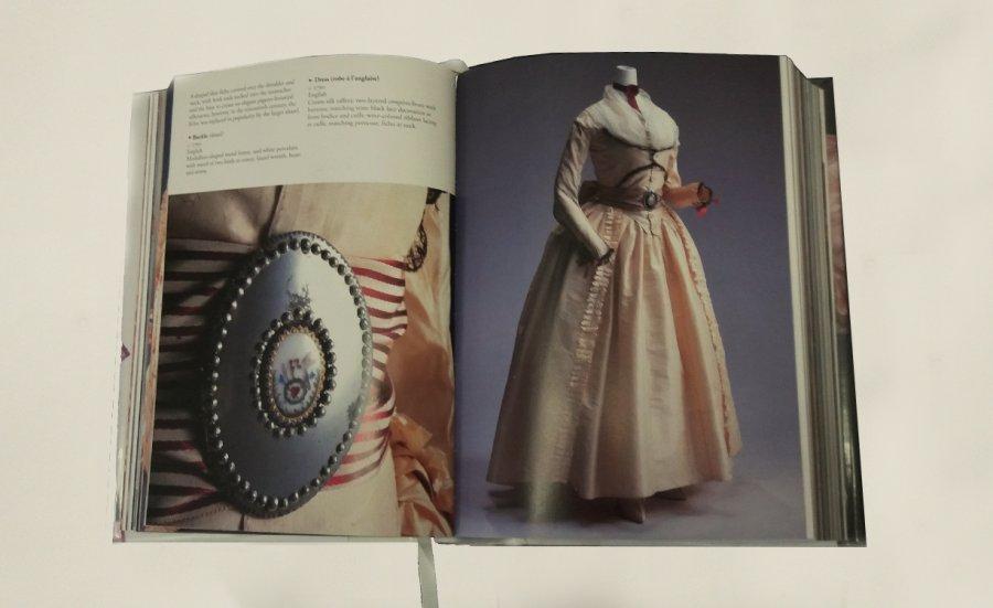 שמלה 1790, אנגלייה
