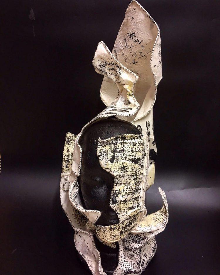 מעטפת הראש של מאי תורג'מן מדברת על כוחן של הכתיבה והתפילה. באדיבות: מאי תורג'מן