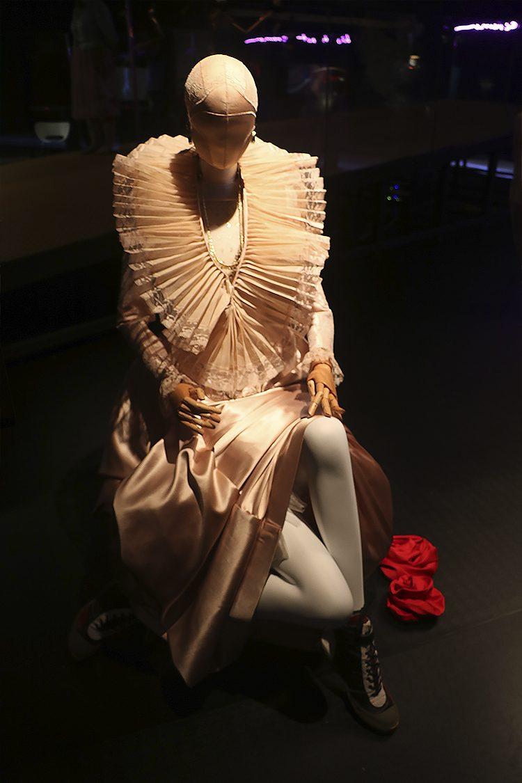 שמלת דונה גרציה נשיא, שמלת מחווה, ויקטור בלאיש, 2017. צילום: ספיר בן צבי.