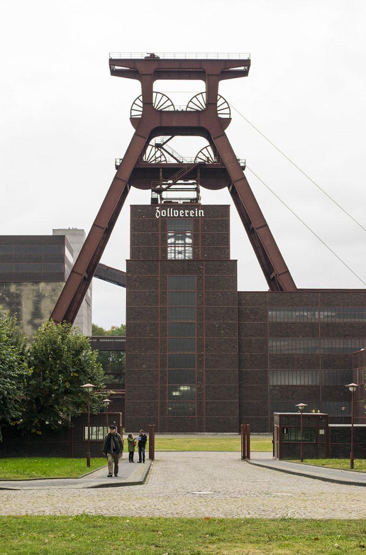 האייקון ההיסטורי והתרבותי של העיר. Essen Zeche Zollverein