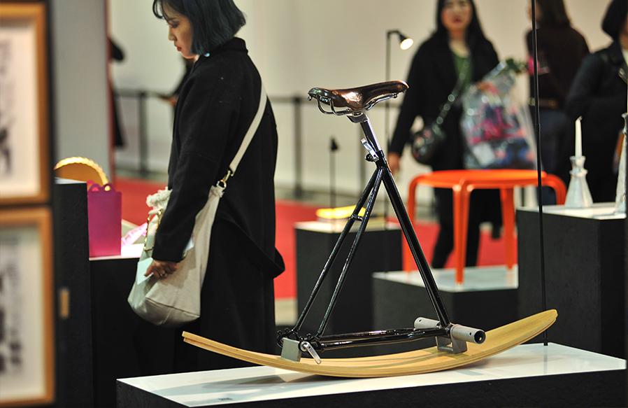 עבודה של המעצב אילון ערמון בתערוכה