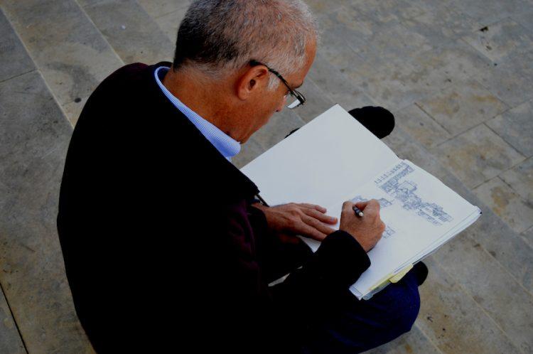 איליאס רושם בפרישטינה, קוסובו, ביום רישום ביד חופשית במסגרת הכנס הבינלאומי של ECOWEEK בשנת 2015.