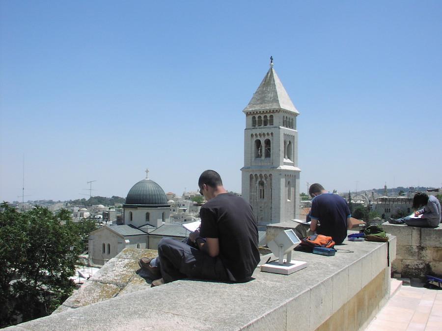 סטודנטים של המכון הטכנולוגי חולון במסע רישום יד חופשית בעיר העתיקה בירושלים ב-2015