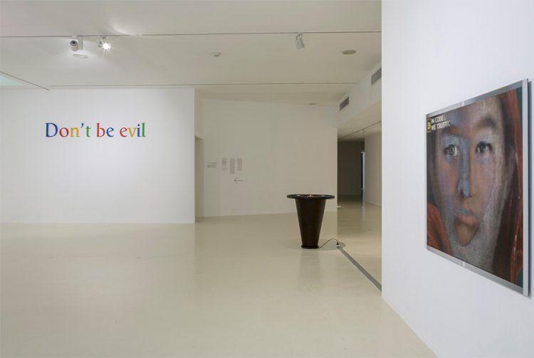 """Don't be evil"", מתוך הקוד האתי של גוגל, צילום: לנה גומון."