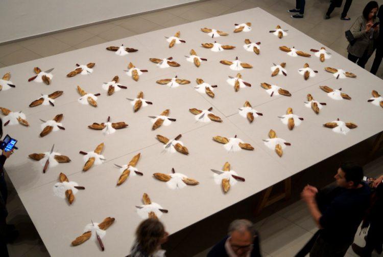 ארבעים ותשעה ככרות הלחם של מירצה קנטור, מבט מהקומה השניה של הגלריה