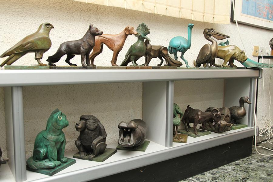 סדרת פסלי ברונזה של בעלי־חיים. אליעזר ויסהוף. צילום: טל אביגד