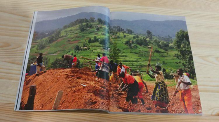 עזרת הקהילה המקומית בהקמת בית החולים Butaro, רואנדה.
