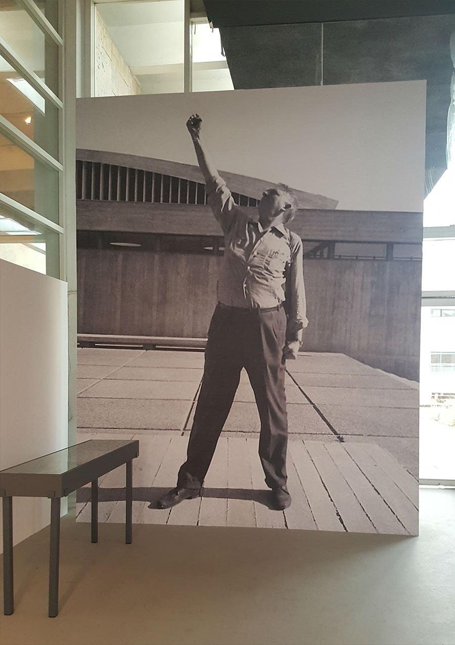אריה שרון ברחבת הפורום, קריית הטכניון בחיפה 1964.