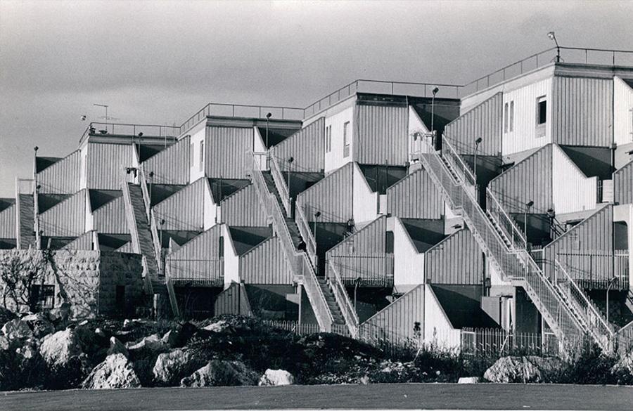 מתחם המגורים גילה בירושלים, מבנה מודולרי בעיצוב חדש לאותה תקופה .