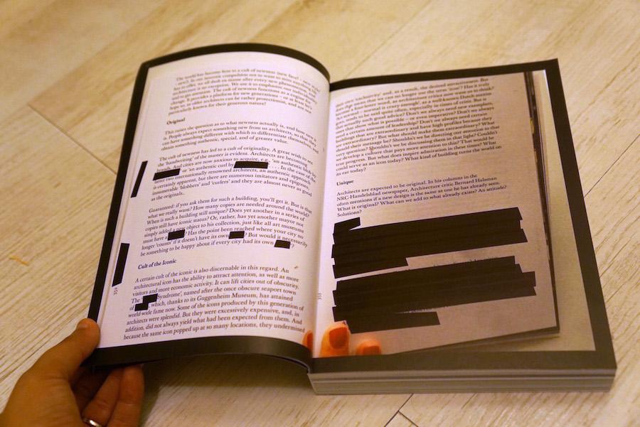 הכפולות הפותחות של הספר מצולמות ולא מוקלדות