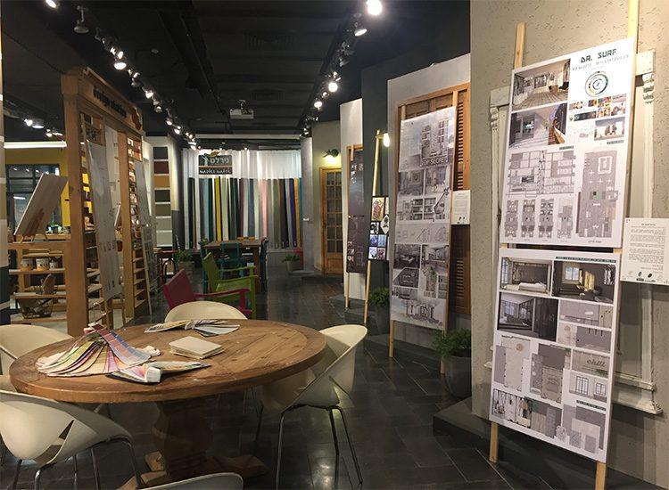 תמונה: הקמת התערוכה, בחירת צבעים המאפיינים את הפרויקט ממניפת נירלט. צילום: שני אנטמן