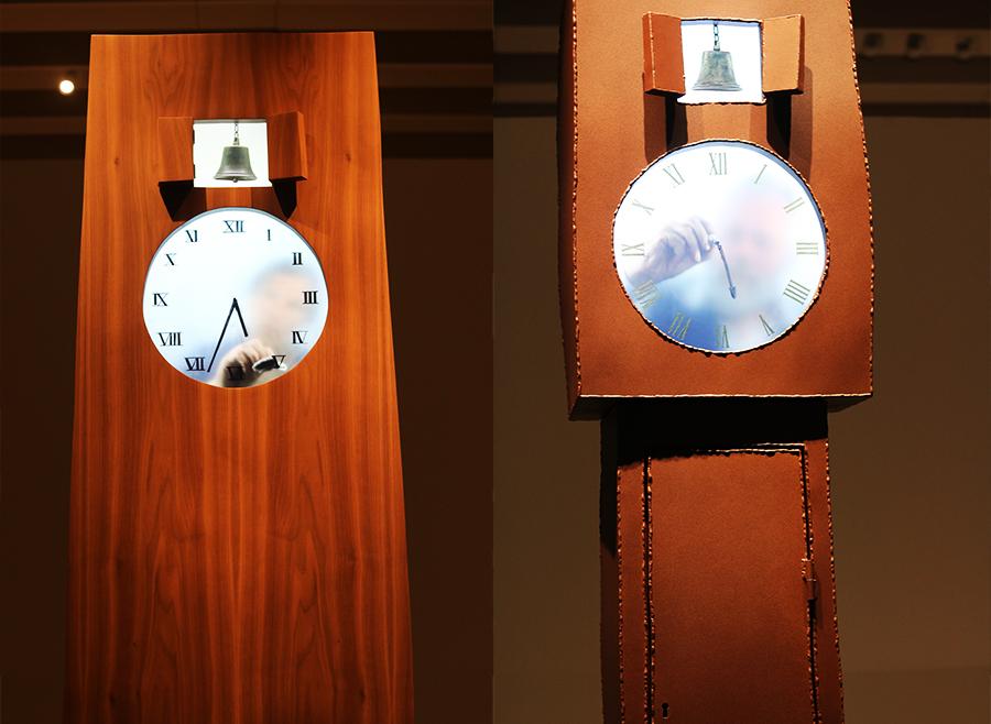 שעון ידני: במקום מנגנון אוטומטי, האנשים מזיזים את המחוגים בעצמם. צילום: אוריין אוזברקמן