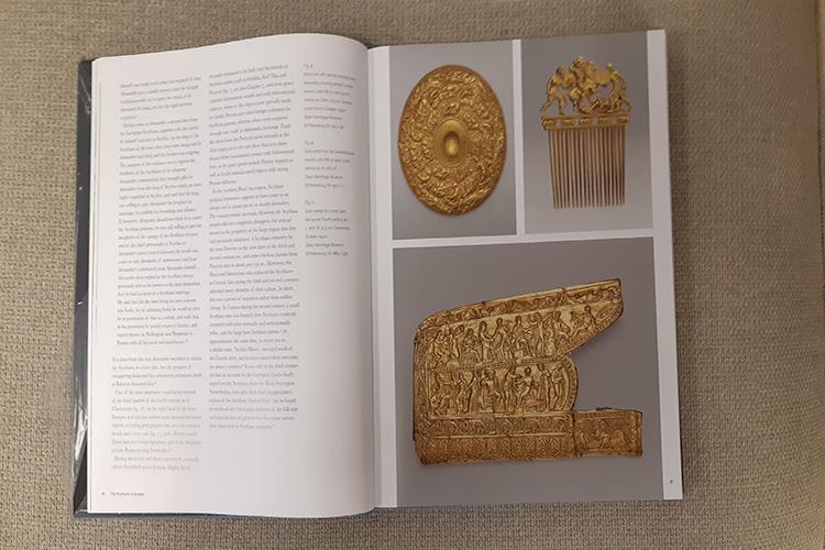 משמאל לימין: קערת זהב מעוטרת (המאה ה-4 לפנה