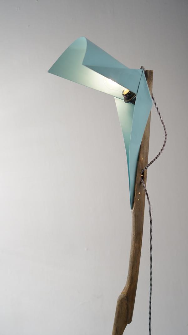 מנורה בעיצוב בר אלברט, פרט