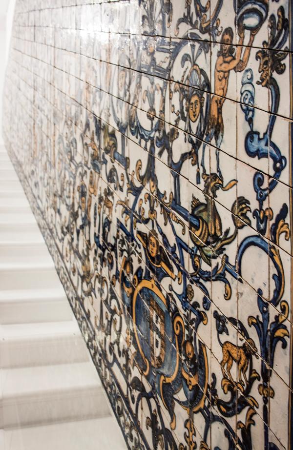 קיר ציורי אריחים במוזיאון האריחים