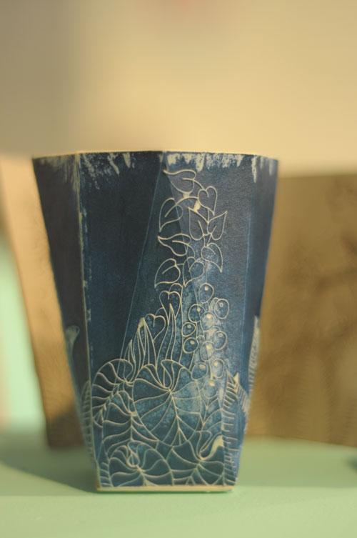 טריאנלה, כוסות קרמיקה של יהונתן הופ. צילום: טל ימין