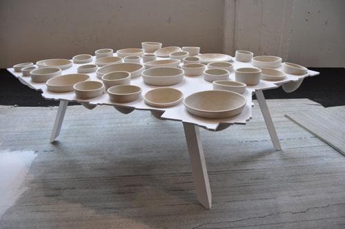 טריאנלה, שולחן של עזרי טרזי. צילום: טל ימין