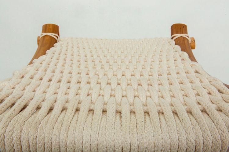 המושב עשוי חבלי כותנה באריגה מסורתית. צילום: גלעד משיח