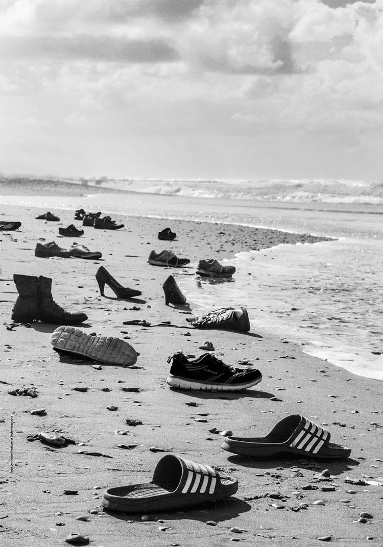 רעות דביר - נעליים על החוף