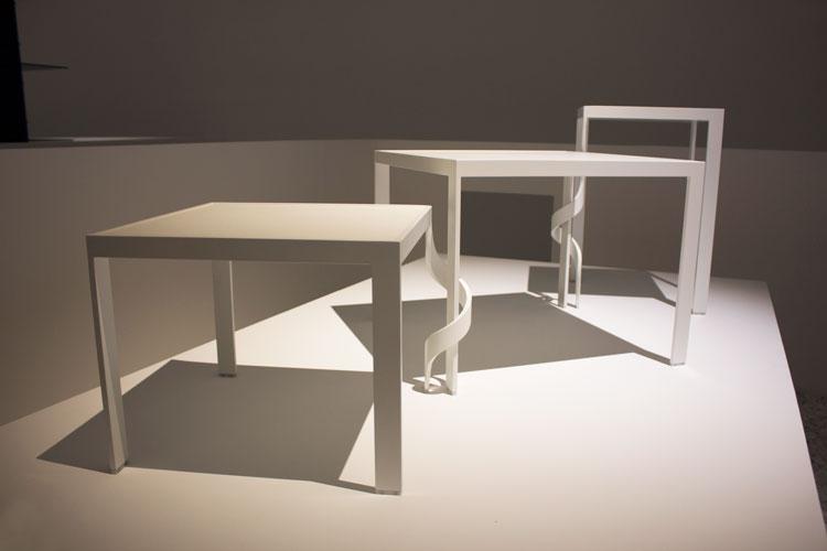 שולחן סבך, ננדו: המרווח שבין לבין. צילום: שני הרצברג