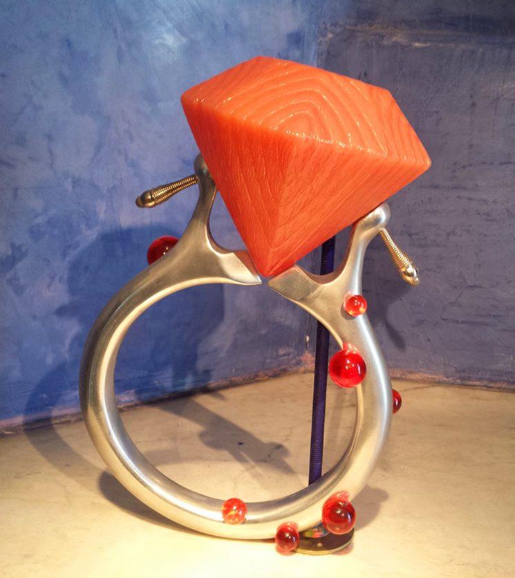 """אלי גור אריה, """"חיתוך יהלום"""", 2010. יצירה המבקשת לחקור מקרה שבו החפץ קודם לאדם דרך יהלומי הדמים"""