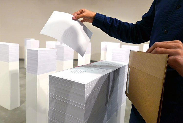 המבקרים מקבלים מעטפה מיוחדת אליה אוספים כל שיר שיחפצו בו. צילום: רז'יד
