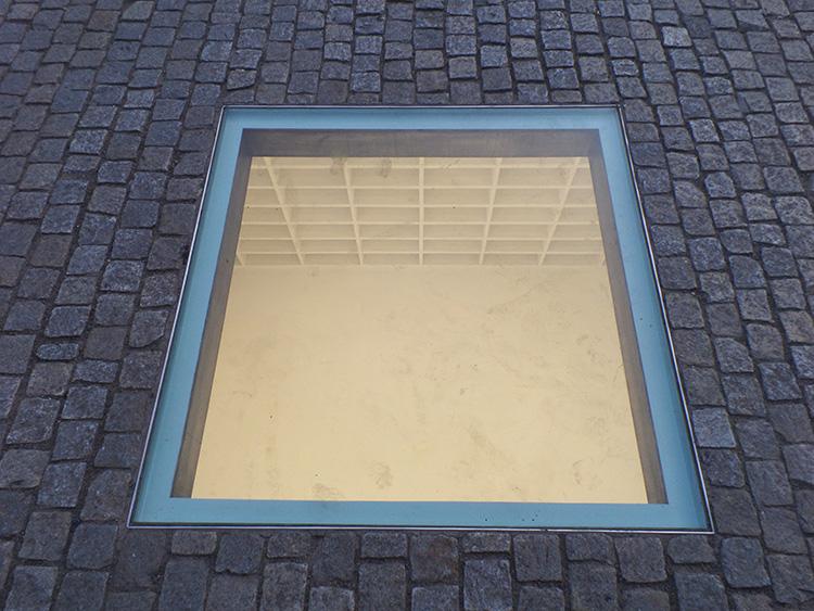 הספרייה הריקה, מיכה אולמן, ברלין. צילום: אביה מאיר