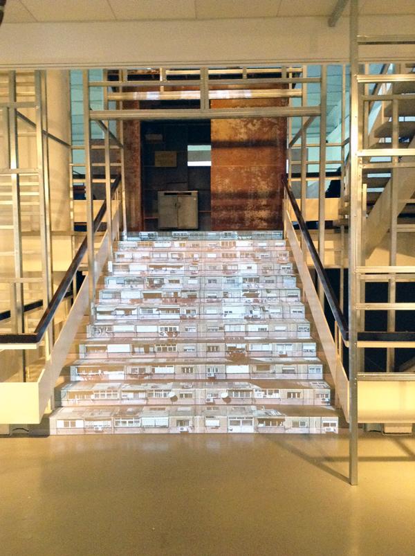 ביתן הלנה רובינשטיין, תערוכת ״סביבות עבודה״, אוצרת: רויטל בן־אשר פרץ. צילום: דריה תבל