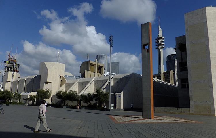 שער, מיכה אולמן, רחבת המשכן לאמנויות הבמה ומוזיאון תל אביב. צילום: ידידיה איש שלום